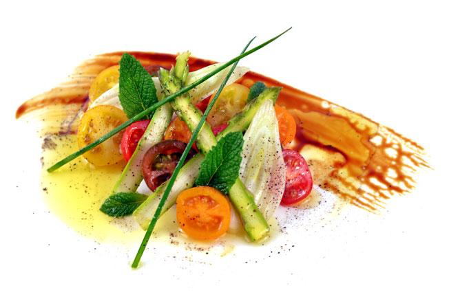 Ensalada de cherrys, cebolleta y trigueros