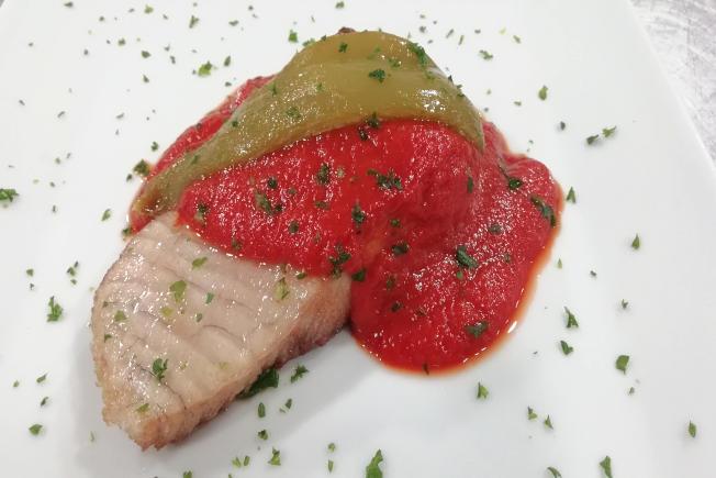 Bonito con salsa de tomate y ñoras